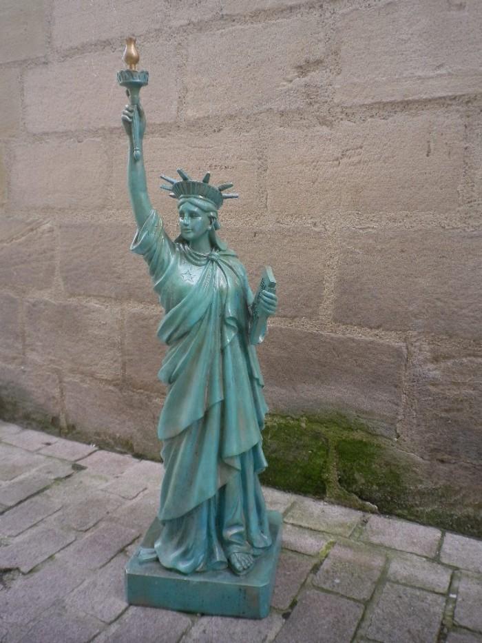Statue de la liberte celine lust antan et n o brive la for Createur statue de la liberte