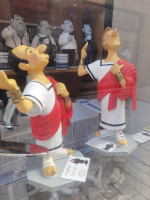 0000 Ensemble de 2  Figurines Goscinny et Uderzo - Caricatures  en Impérator  - Saint Emett