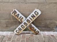 Antiquité Sign RAIL ROAD CROSSING avec billes de verres