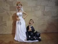 1 A - Figurine mariés enchainés