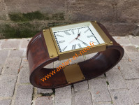 0000000 -  Table basse cuir et laiton Style Montre ancienne