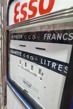 0000 - Pompe à Essence boutillon simple  face Primeter 700 Année 1960  ESSO